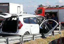 Kırklarelide hafif ticari araç refüje çarptı: 2 ölü, 2 yaralı