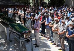 İzmirde batan teknede ölen anne ve iki çocuğunun cenazesi defnedildi