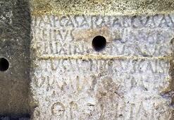 1800 yıllık yazıtta defineci tahribatı Dinamitle delinmek istendi