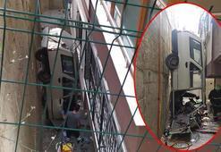 Bursa'da dehşet anları Otomobil, bina ile duvar arasında dik durdu