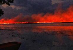 Yangının önü iş makineleriyle kapatıldı Korkutan görüntüler