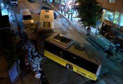 Sultangazide İETTye ait körüklü otobüs ikiye bölündü