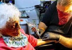 103 yaşında karantinadan çıktı soluğu dövmecide aldı