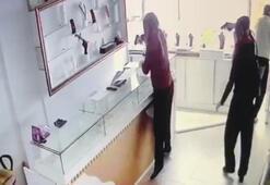 Kadın kılığına giren iki hırsız kuyumcu dükkanını böyle soydu