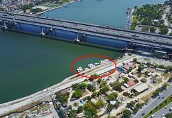 Deniz taksiler Haliç Köprüsünün dibinde çürüyor