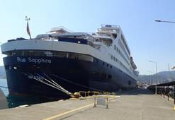 Türkiye'nin okyanus aşabilen lüks yolcu gemisi Marmaris'te demir attı