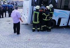 Kocaeli'de jandarmaların bulunduğu minibüs ile otomobil çarpıştı