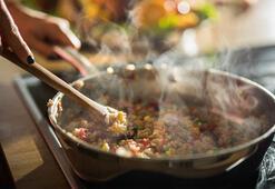 Tahta kaşık yemeğin tadını böyle değiştiriyor Mutfakta neden tahta kaşık kullanmalısınız