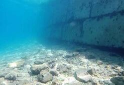 Bodrumda, kum kaçmasın diye deniz dibine duvar örmüşler