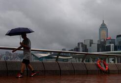 Higos tayfunu tropikal fırtınaya dönüştü