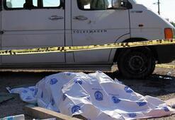 Lastiği patlayan minibüste can pazarı Ölü ve yaralılar var