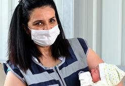 Adana'da polis memuru, doğumunu yaptırdığı Demet bebekle buluştu