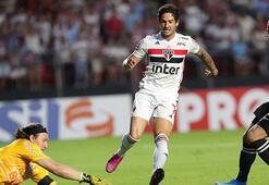 Brezilyalı golcü futbolcu Pato, Sao Paulodan ayrıldı