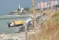 Trabzonda kamyon denize uçtu, şoför yaralandı