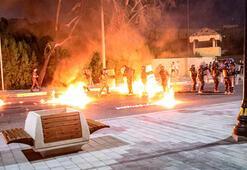Halepçede göstericiler hükümet binalarını ateşe verdi