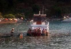 Lüks tekneyi itilerek kurtarmaya çalıştılar