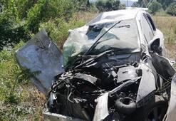 Amasya'da feci kaza Sürücü hurdaya dönen araçtan sağ çıktı