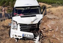 Kahramanmaraşta minibüs kayaya çarptı: 11 yaralı