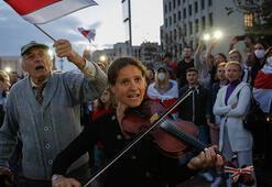 Belarusta protestolar sürüyor... Göstericilere gözaltı