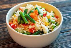 Çin Pilavı tarifi ve malzemeleri | Sebzeli-Yumurtalı Çin Pilavı nasıl yapılır