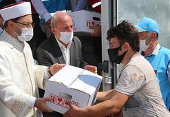 Diyanet İşleri Başkanı Erbaş Giresunda selzedelere erzak dağıtımına katıldı