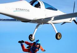 Güneş enerjisi ile çalışan uçaktan dünyanın ilk serbest atlayışını yaptı
