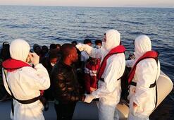 Yunanistanın Türk karasularına ittiği 68 kaçak göçmen kurtarıldı