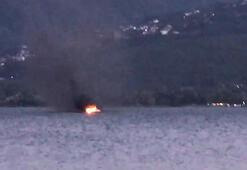 Sapanca gölünde tekne yandı Vatandaşlar canını zor kurtardı