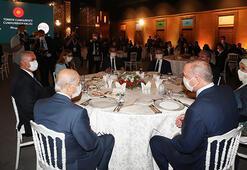 Cumhurbaşkanı Erdoğan, Ahlatta sanatçı ve gençlerle bir araya geldi