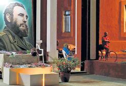 Castro'nun ruhu kurultaya da damgasını vurdu