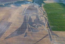 Bakanlık, 121 dönüm tarla üzerinde oluşturulan Sultan Alparslanın siluetinin görüntüsünü paylaştı