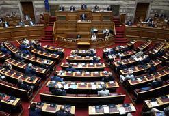 Yunanistan oylamayı bir gün erteledi