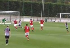 Andy Carrolldan hazırlık maçında harika gol...