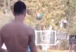Eran Zahavi ayağıyla basket attı...