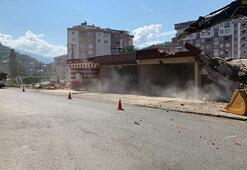 Rize'de dere yatağında bulunan 4 iş yeri yıkıldı