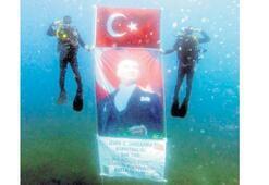 20 metre derinlikte bayrağımızı açtılar