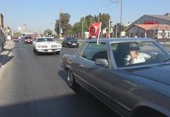 İzmir'de klasik otomobillerle bayram korteji