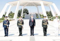Akar ve komutanlar Devlet Mezarlığı'nda: TSK vatanı korumaya muktedir