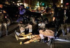 Portland protestolarında yaşanan şiddet, Trump ile Bidenı karşı karşıya getirdi