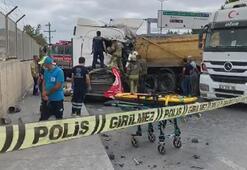 İstanbulda hafriyat kamyonları çarpıştı