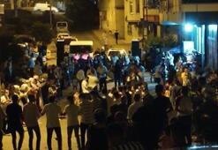 İstanbulda silahlı meşaleli korona halayı