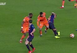 Barcelonanın orta sahadaki savaşçısı Arturo Vidal