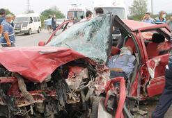 Otomobiller kafa kafaya çarpıştı Ölü ve yaralılar var