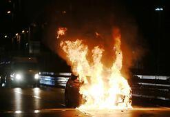 Yarıştığı iddia edilen otomobil kaza yaptı, alev topuna döndü