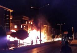 İzmirde apartmanda korkutan yangın Anne ve çocuğu kurtarıldı