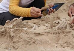Vanda Urartulara ait nekropolde takılarıyla birlikte bir bebek iskeleti bulundu