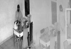 Hırsız, güvenlik kamerasını fark edince yemek yedi