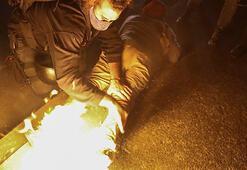 Molotofkokteyli atarken kendini yaktı