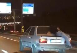 Bakırköyde bagaj üstünde yolculuk yapılan otomobil  sürücüsü yakalandı