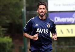 Fenerbahçede Jose Sosa geri döndü Tüm takım alkışlarla....